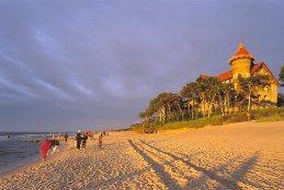 Strand und Hotel Neptun in Leba, Polen
