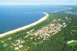 Das Seebad Swinemünde an der polnischen Ostseeküste aus der Luft gesegen