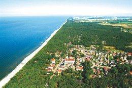 Der Badeort Pobierowo an der polnischen Ostseeküste von der Luft aus gesehen