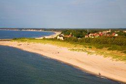 Sie sehen, wie schön ustka an der polnischen Ostseeküste liegt, mit breiten Sandstränden und einem Fischereihafen